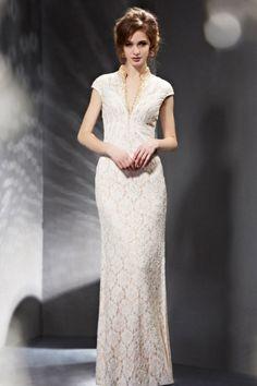Robe soirée blanche dentelle colonne décolleté en V
