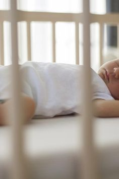 Deaths from sudden infant death syndrome remain high in some areas of the United States. Anyone caring for a baby must take steps to prevent SIDS. Baby Sleep Through Night, Sleeping Through The Night, Baby Schlafplan, Jewish Baby Names, Sids Awareness, Getting Baby To Sleep, Nouveaux Parents, Baby Sleep Schedule, Kindergarten