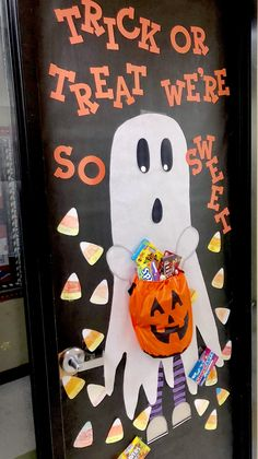 Halloween Classroom Door Fun little ghost for kindergarten classroom I did! Had all the kids make their own candy corn. Halloween Classroom Door Fun little ghost for kindergarten classroom I did! Had all the kids make their own candy corn. Dulceros Halloween, Halloween Infantil, Halloween Themes, Halloween Front Door Decorations, Halloween Front Doors, Preschool Door Decorations, Fall Classroom Decorations, Manualidades Halloween, Adornos Halloween