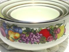 Vintage Enamelware Nesting Bowls CORNUCOPIA Set of 4 Fruit Pattern Cream Color