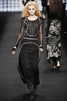 Karl Lagerfeld Fall 2009 Ready-to-Wear Collection Slideshow on Style.com