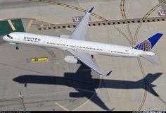 United Airlines N56859 Boeing 757-324