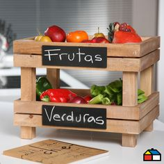 17 Excellent Kitchen Storage Ideas Made With Recycling Old Crates The problem of ecology and the preservation of our beautiful planet, is a very wide and comprehensive issue, therefore we have decided to process a small Vegetable Rack, Fruit And Vegetable Storage, Wood Pallet Furniture, Wood Pallets, Kitchen Storage, Kitchen Decor, Regal Bad, Produce Storage, Old Crates