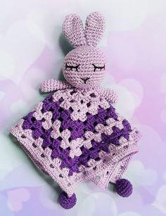 PATRON GRATUIT sur le blog Trentenaire... and so what !?: Adorable doudou lapin au crochet pour bébé