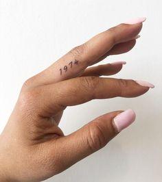 Hand Tattoos, Finger Tattoos Words, Small Finger Tattoos, Finger Tattoo Designs, Bff Tattoos, Little Tattoos, Body Art Tattoos, Small Tattoos, Cool Tattoos