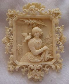Ivory cameo carved to depict the Allegory of the Purity or of the Innocence. The era of this cameo is circa surely carved in Dieppe, France, one of the capitals of the ivory carving during the Georgian and Victorian era. Victorian Jewelry, Victorian Era, Antique Jewelry, Vintage Jewelry, Antique Rings, Le Morse, Bijoux Art Nouveau, Cameo Jewelry, Gold Jewellery