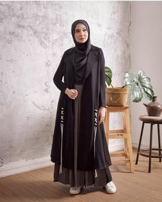 Discover recipes, home ideas, style inspiration and other ideas to try. Street Hijab Fashion, Abaya Fashion, Ootd Fashion, Modest Fashion, Fashion Beauty, Girl Fashion, Muslim Dress, Hijab Dress, Hijab Outfit