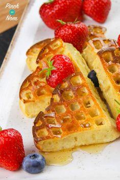 Strawberry and Vanilla Waffles - Pinch Of Nom Slimming Recipes Slimming World Bars, Slimming World Waffles, Slimming World Puddings, Slimming World Desserts, Slimming World Dinners, Slimming World Recipes, Low Fat Waffle Recipe, Slimming World Breakfast Ideas Quick