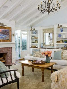 Love the french doors and the built ins! Gorgeous! #built_ins #french_doors