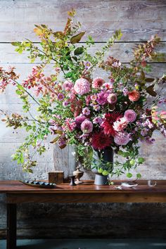 Spring floral arrangement Some Great Wedding Flower Ideas Flowers play a sizeable position in settin Design Floral, Deco Floral, Arte Floral, Ikebana, Beautiful Flower Arrangements, Floral Arrangements, Pretty Flowers, Fresh Flowers, Yellow Flowers