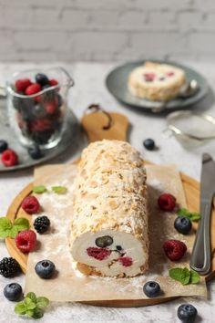 Beze rolada sa mascarpone kremom i voćem - Mystic Cakes Baking Recipes, Snack Recipes, Kolaci I Torte, Torte Recepti, Torta Recipe, Torte Cake, Dessert Cake Recipes, Croatian Recipes, Eat Dessert First