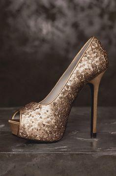 Exuberante, Poderoso e Elegante! ★★★ Vera Wang - Spring Brown Crystal   #inspiracao #sapatodecasamento #sapatinhodossonhos #verawang #dourado #noiva #elegante #casamento #casare #sitesdecasamento #sofisticado