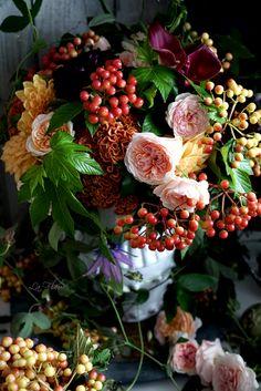 9月のレッスン コンパクターが綺麗な季節なので 秋色のブーケを束ねていただきました。 バラ 絆 ダリア カラー ...