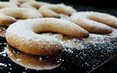 הילה רשתי עם מתכון מנצח לעוגיות סהרונים שקדים / פקאן קלות להכנה וממכרות במיוחד. עוגיות נימוחות שמתפוררות בפה. מומלץ להגיש ליד כוס תה חמה.