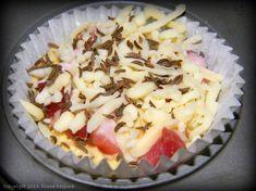 Briose cu bacon si cascaval - MyBisque Hawaiian Pizza, Cantaloupe, Bacon, Recipies, Desserts, Food, Recipes, Tailgate Desserts, Deserts
