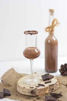 Wunderbar cremiger, selbst gemachter Schokolikör nach einem Rezept von Sweets and Lifestyle