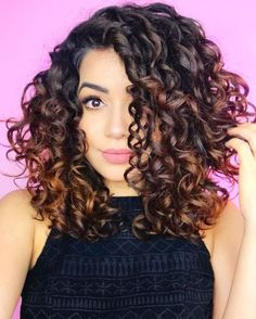 Short curly hair and beauty cu Curly Hair Tips, Short Curly Hair, Curly Hair Styles, Spiral Perm Short Hair, Medium Curly Haircuts, Colored Curly Hair, Short Curls, Frizzy Hair, Curly Girl