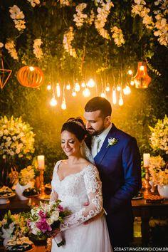 Fotos de decoração com arranjos suspensos de casamento clássico moderno Used Wedding Decor, Wedding Decorations, Romantic, Poses, Marriage Pictures, Dream Wedding, Modern Classic, Events, Romance Movies