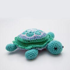 Crochet african flower turtle pincushion. Free pattern