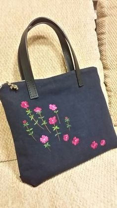 From an unknown South Korean m Embroidery Purse, Hand Embroidery Designs, Embroidery Stitches, Diy Bag Designs, Embellished Purses, Diy Tote Bag, Denim Crafts, Jute Bags, Denim Bag