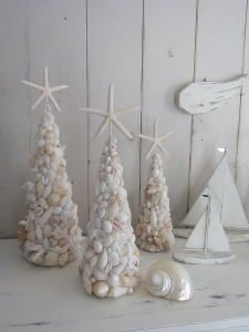 砂浜でシェルパールツリー Christmas Deco, Christmas Crafts, Xmas, Christmas Tree, Shell Decorations, Sea Shells, Picture Frames, Candle Holders, Candles