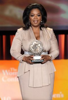 Oprah Winfrey Cocktail Dress - Oprah wears a Victoria Beckham nude toned dress when she receives her award at the Maria Shriver Women's Conference. African Fashion Dresses, African Dress, Fashion Outfits, Oprah Winfrey Show, Big Girl Fashion, Powerful Women, Victoria Beckham, Thing 1, Plus Size Fashion