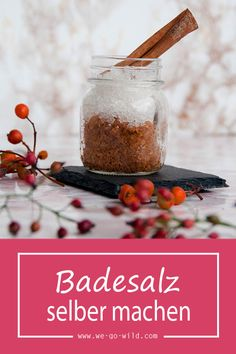 Badesalz selber machen – 3 DIY Rezepte zum Entspannen Making bath salts yourself is very easy. So that you have the perfect bath salt for cold winter days, we will show you two great DIY bath salt recipes. Mason Jar Crafts, Mason Jar Diy, Cute Crafts, Diy And Crafts, Bath Salts Recipe, Diy Hanging Shelves, No Salt Recipes, Diy Home Decor Projects, How To Make Paper