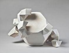 Céramique, Sculpture La galerie Maria Lund se fait l'écho depuis bientôt dix ans d'un courant qui prend une ampleur certaine : la céramique, matériau longtemps déconsidéré car associé aux arts décoratifs, conna…