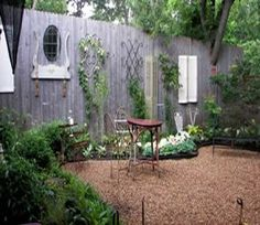 love the idea of decorating a fence like a wall in a house