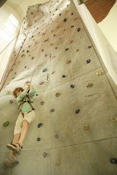 Im DORFHOTEL Sylt und Fleesensee gibt es sogar eine eigene Kletterwand!