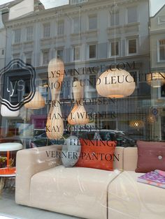 Simone Sauvigny runs Lys Vintage a Scandinavian furniture shop based in Hamburg Germany I was delighted when she contacted me a while ago . Scandinavian Furniture, Shop Around, Vintage Shops, Places To Go, Restaurant, Lights, Design, Inspiration, Shopping