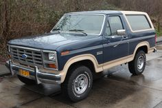 1986 ford bronco eddie bauer... This is my ABSOLUTE dream car/truck! I have to have one soon!