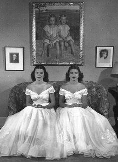 Leah Loverich - Twin Debutantes Mary and Debbie Love Vintage Twins, Vintage Ladies, Vintage Children, Vintage Photographs, Vintage Photos, Antique Photos, Divas, Twin Photos, Bad Photos