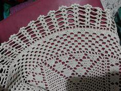 Toalha de mesa em crochê  Mimosa e delicada, esta linda toalha foi trabalhada com barbante São João 5 em pontos de crochê e agulha fina.  75cm