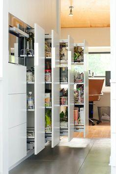 Vorratsschrank küche ikea  Auszüge im Vorratsschrank ermöglichen optimale Platznutzung ...