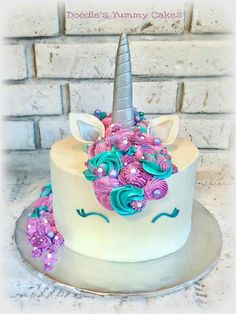 Love the colors Pretty Cakes, Cute Cakes, Beautiful Cakes, Yummy Cakes, Amazing Cakes, Unicorn Foods, Unicorn Cakes, Unicorn Birthday Parties, Unicorn Party