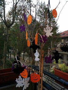 Halloween tree decor