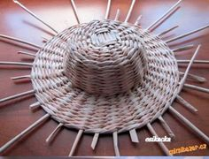 DIY Weaving Pretty Hats from Newspaper Tubes