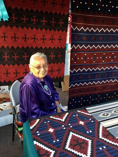 award winning weaver | Santa Fe Indian Market, 2017, lynn watt photo D H Lawrence, Native American Photos, New Mexico, Santa Fe, Destinations, Kids Rugs, In This Moment, Indian, Kid Friendly Rugs