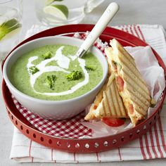 Food Pictures, Food Inspiration, Broccoli, Foodies, Hot Dog, Food And Drink, Soup, Vegetarian, Yummy Food