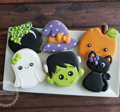 **SOLD OUT**- Kids Halloween Cookie Class is Open for Registration! Bring your ghosts & goblins out for a Ghoulishly fun time with… Halloween Snacks, Halloween Cupcakes, Halloween Cookies Decorated, Halloween Sugar Cookies, Halloween Goodies, Halloween Birthday, Halloween Halloween, Decorated Cookies, Halloween Biscuits