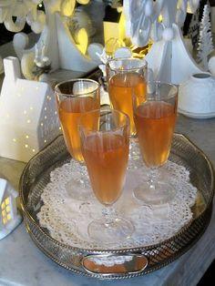 Ce cocktail a été crée en 1920, lors d'un voyage à Cuba de Mary Pickford (1892-1979) star du cinéma muet. Au cours d'un déjeuner à l'hôtel ...