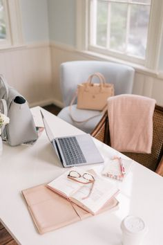 Marca Personal, Personal Branding, Office Inspiration, Night Beauty Routine, Gal Meets Glam, Photography Branding, Healthy Skin, Office Decor, Office Ideas
