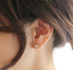 Jewelry Design Earrings, Gold Earrings Designs, Small Earrings, Pendant Jewelry, Diamond Studs, Diamond Earrings, Diamond Jewellery, Hoop Earrings, Baby Jewelry