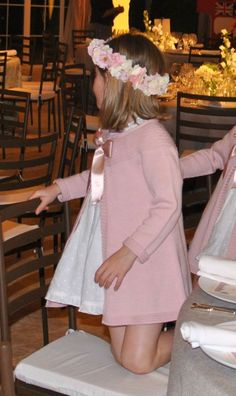 Výsledek obrázku pro vestidos teresa y leticia Fashion Kids, Little Girl Fashion, Little Girl Dresses, Girls Dresses, Girls Party Dress, Baby Dress, Baby Coat, Wedding With Kids, Baby Kind