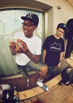 Wiz Khalifa smokes soo much ganja