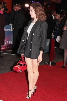 Maisie Williams - 'The Revenant' UK Premiere in London, 2016 Maisie Williams Sophie Turner, Great Legs, Celebrity Feet, Celebrity Pictures, Sexy Legs, Outfit, Cute Girls, Sexy Women, Hollywood