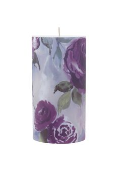 Bring a touch of femininity to your home with this gorgeous floral candle.