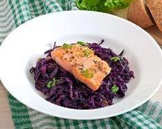 Papillote de saumon à la compotée de chou rouge aux pommes (facile, rapide) - Une recette CuisineAZ
