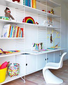 Stringhylla med skrivbord